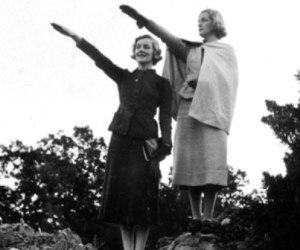 Diana_and_Unity_Mitford_salute